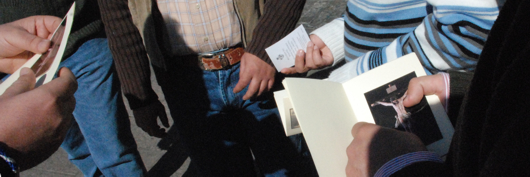 El pasaporte cofrade para pegar las estampas